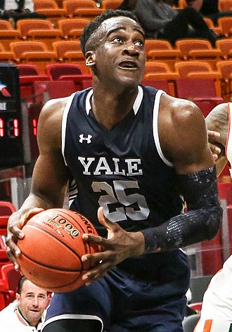 Miye Oni - Oni handles the ball for Yale in December 2018