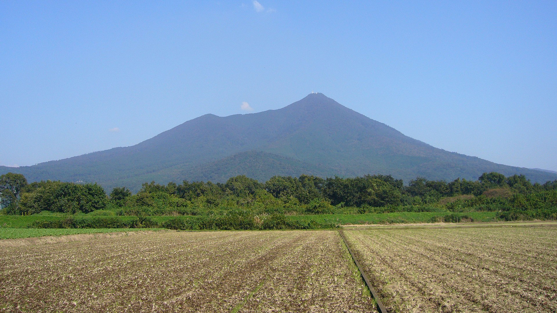 Mount Tsukuba seen from the WSW (2006).jpg