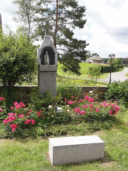 Moustier-en-Fagne (Nord, Fr) chapelle jardin du monastère