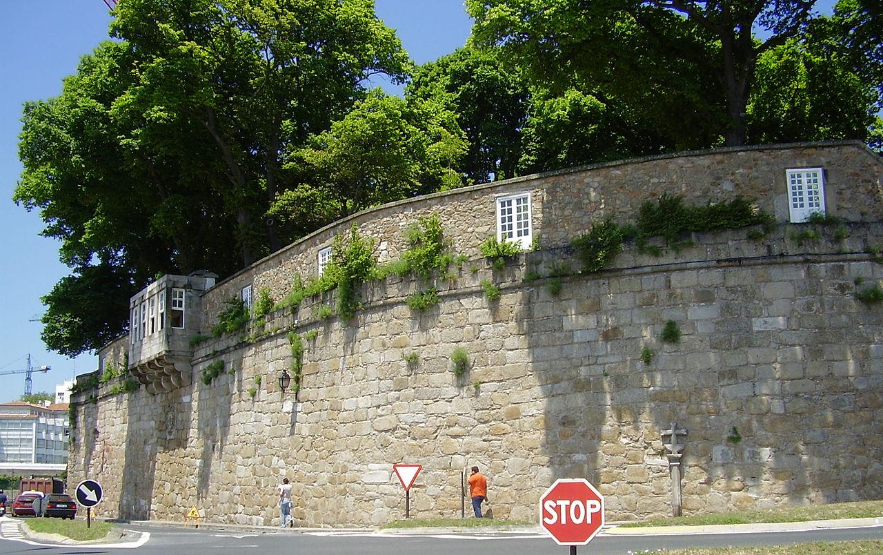 File muralla del jard n de san wikimedia commons for Jardin 81 san carlos