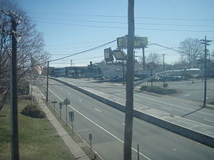 New Jersey Route 4 - Route 4 in Fair Lawn, taken from northbound train at Broadway Station.