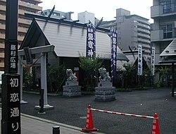 Nakakecho Shiogama jinja shrine viewed from Hatsukoi-dori street.JPG