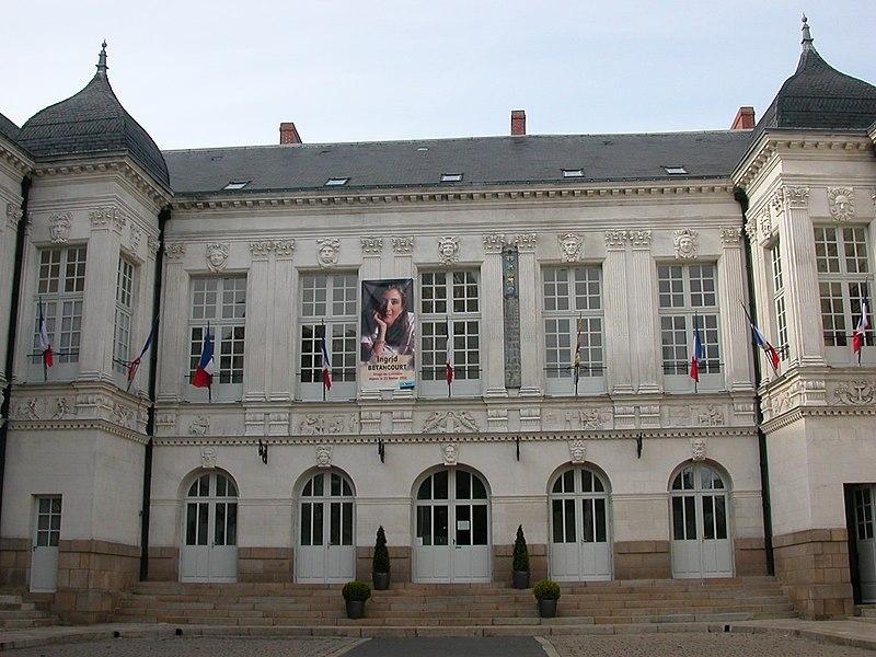 Façade de l'hôtel de ville de Nantes sur la place de l'Hôtel de Ville