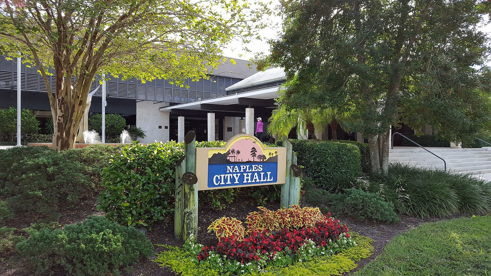 Responsive image of Naples City Hall