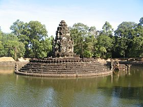 The central pond at Neak Pean