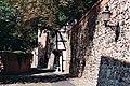 Neubrandenburg, Stadtmauer mit Wiekhaus.jpg