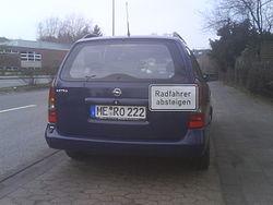Neuss - Flitzerblitzer auf dem Radweg DSC00777.JPG
