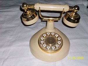 Design Line telephone - Image: On the hook view Design Line Celebrity