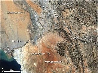 NASA-Satellitenfoto der Flussmündung bei Oranjemund (11. April 2001)