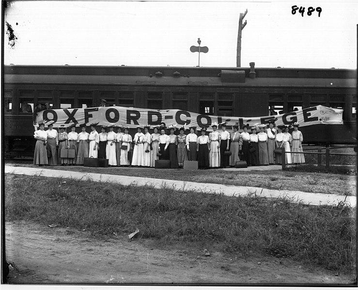 File:Oxford College women at railroad depot 1908 (3191867123).jpg
