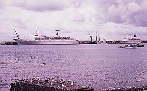 Passagierschiffe im Hafen von Funchal-Madeira - 1978.jpg