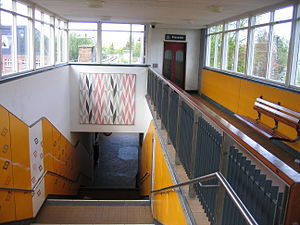 Peter Bangs Vej station - Lift/elevator and stairs from street level