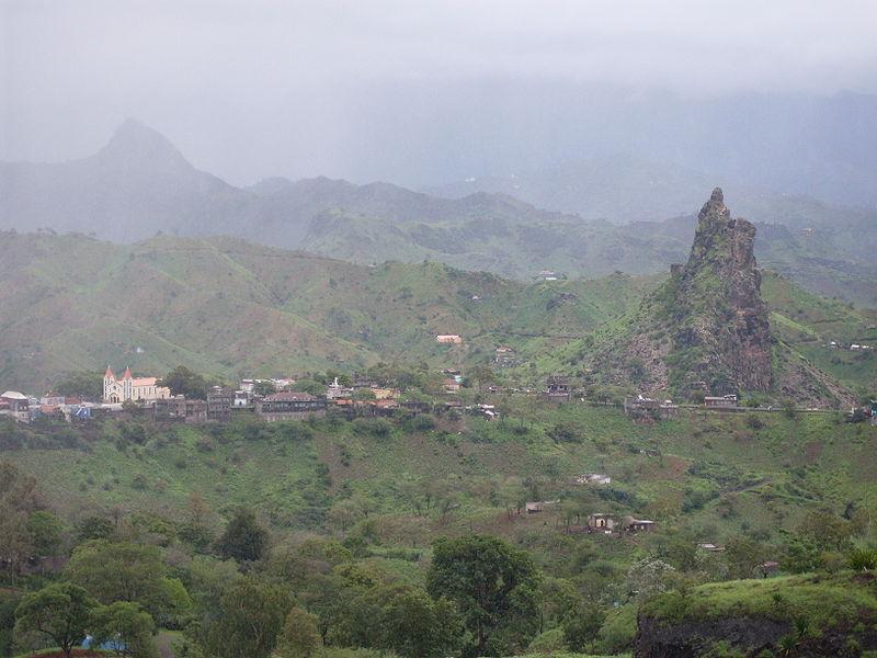 Ficheiro:Picos, Cape Verde.jpg