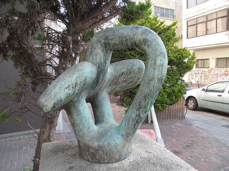 פסל ציפור בתל אביב