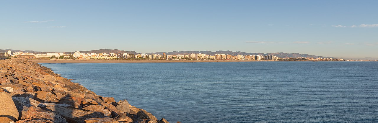Fichier playa del puerto de sagunto espa a 2015 01 04 dd 96 jpg wikip dia - Tanatorio puerto de sagunto ...