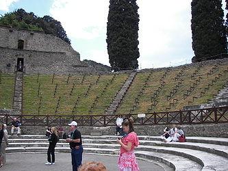 Pompeii theatre 3.jpg