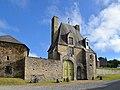 Porterie du château de Saint-Pierre-de-Semilly.jpg