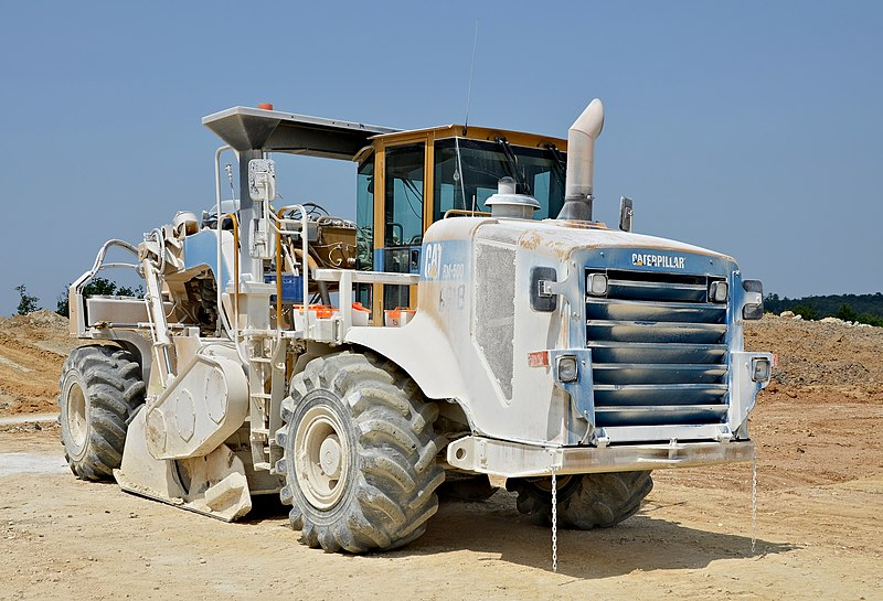 File:Poullignac Travaux LGV Caterpillar RM500 2013.jpg