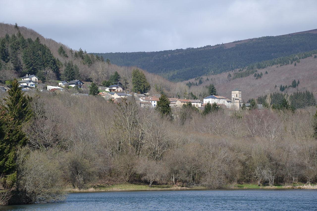 Le village vu de la base de loisirs