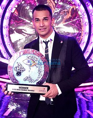 Prince Narula - Narula with the trophy of Bigg Boss 9