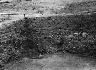 Profilkors vid stora vattenrännan. Ajia Irini. utgrävning. Αγια Ειρηνη - SMVK - C02446.tif