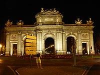 Puerta de Alcalá por la noche, madrid, España, 2016 22.jpg