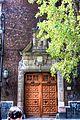 Puerta y arbol.jpg