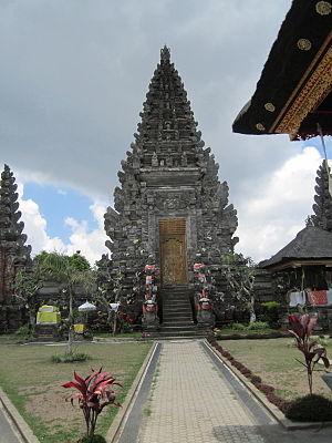 Pura Ulun Danu Batur - The current temple's middle gate between the nista mandala and madya mandala