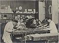 Puunveisto, opetustilanne, 1920-luku. Taideteollisuuskeskuskoulun opetustilanteita.-TaiKV-07-023.jpg