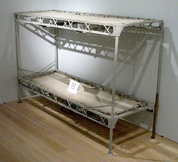 English: Bunk bed (passenger or crew) from the R100, made from ...