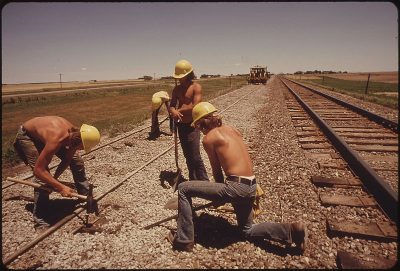 File:RAILROAD WORK CREW IMPROVES THE TRACKS AND BED OF THE ATCHISON, TOPEKA AND SANTA FE RAILROAD NEAR BELLEFONT, KANSAS... - NARA - 556012.jpg