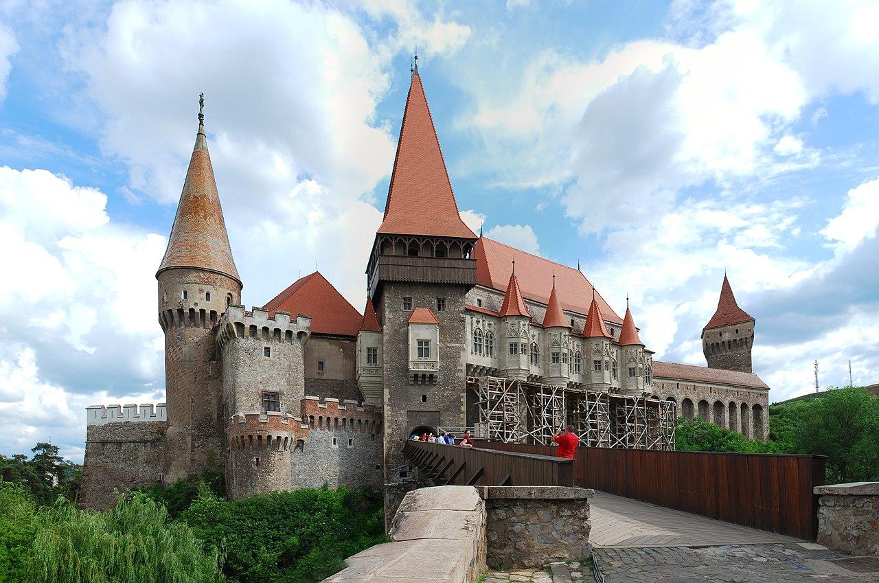 File:RO HD Hunedoara castle panorama 2.jpg - Wikimedia Commons