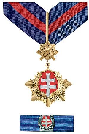 Order of the White Double Cross - Image: Rad bieleho dvojkríža 3. triedy vojenského druhu
