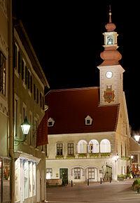 Rathaus Mödling bei Nacht.jpg