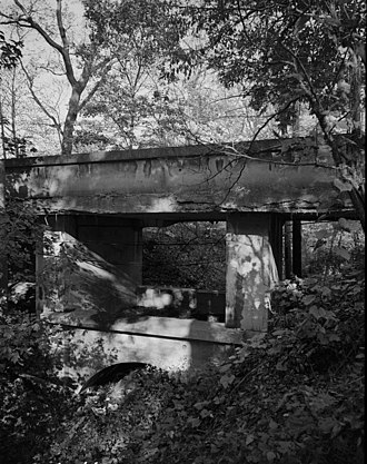 Ravine Bluffs Development - Image: Ravine Bluffs Development Bridge, cropped, (HAER, ILL, 16 GLENC, 3 7)