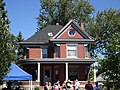 Red Brick Queen Anne Style House - panoramio.jpg