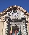 Reloj y figuras del Castillo de Bibataubín.jpg