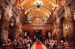 Interior do Mosteiro de S�o Bento, Rio, com o grande �rg�o barroco sobre o coro