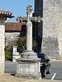 Saint-Pancrace (24) croix devant mairie.JPG