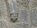 Saint-Pardoux-le-Neuf 23 église portail cul-de-lampe (2).jpg