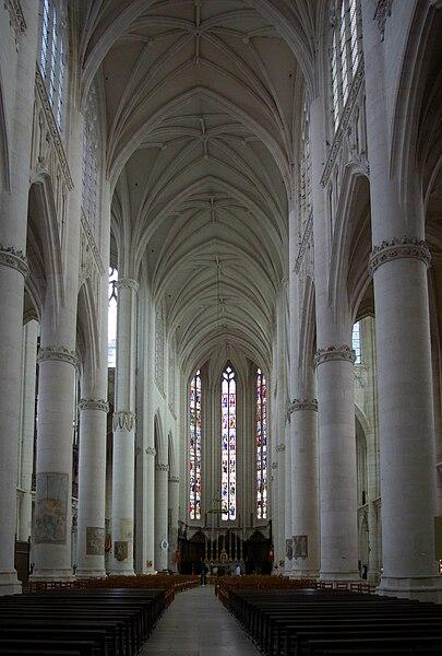 La nef de la basilique de Saint-Nicolas-de-Port
