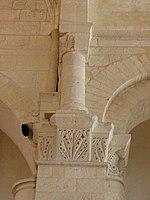 Saintes (17) Basilique Saint-Eutrope Intérieur Chapiteau 19.JPG