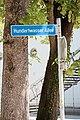 Salzburg - Parsch - Volksgarten Hundertwasser-Allee - 2017 05 17 - Schild 1.jpg
