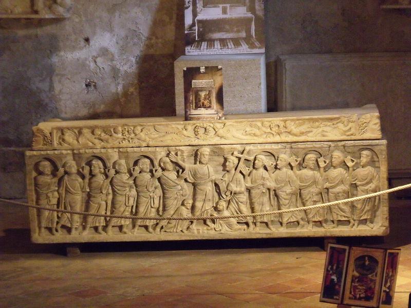 File:Sarcophage Aquae Sextiae.JPG