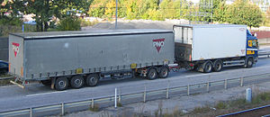 Semi-trailer - A truck pulling a semitrailer using a trailer dolly