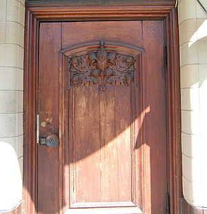 Scharinska villan - Scharinska villan's door with a relief drawn by Ragnar Östberg.