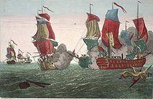 Desde la izquierda, al fondo, tres buques de guerra navegando en el mar, uno claramente con una insignia naval británica;  en el primer plano de centro-derecha, tres buques de guerra de vela, dos de ellos disparando andanadas con el humo de las armas comenzando a cubrirlos.  No había bandera estadounidense en el barco estadounidense, por lo que los británicos dijeron que John Paul Jones era un pirata.
