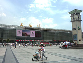 Shanghai railway station south side plaza 20090721.jpg