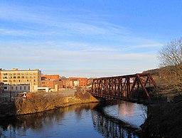 Shetucket River railroad bridge, Norwich, CT, July 2014.JPG