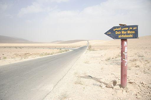Sign towards Deir Mar Musa al-Habashi